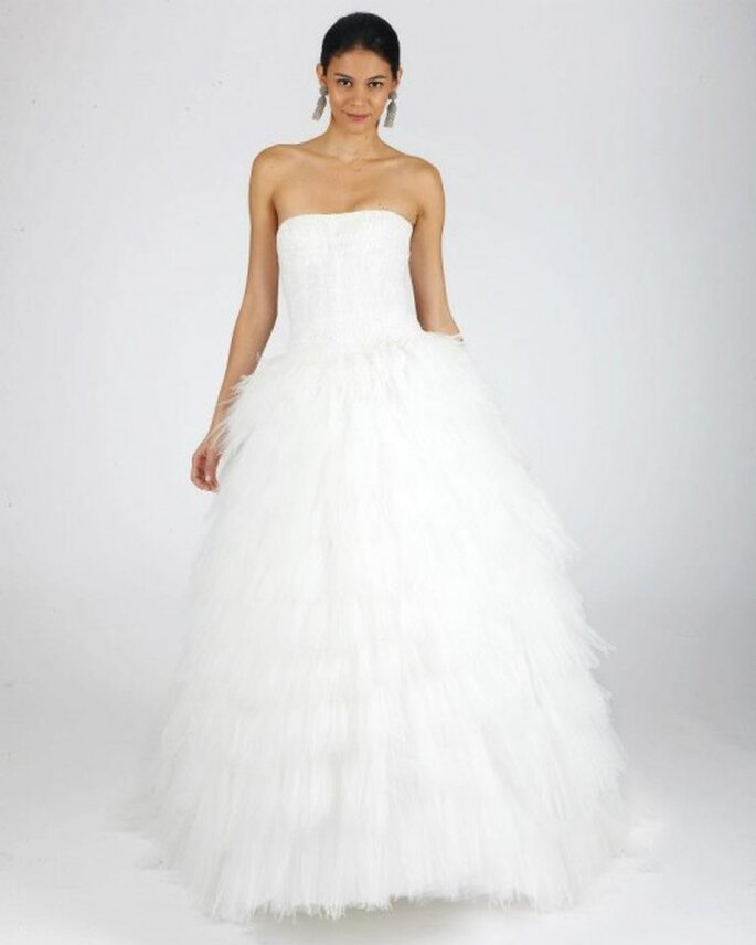 Vestido de novia corte princesa con escote strapless y falda vaporosa - Foto Oscar de la Renta