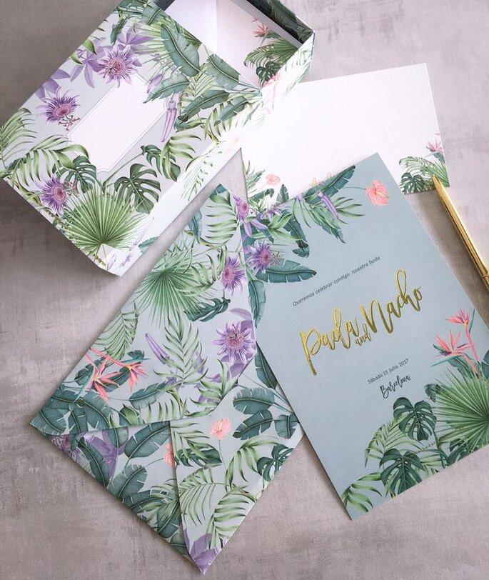 Tarjeta de matrimonio en acuarela con motivos florales