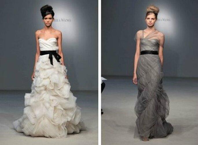 Deux modèles avec ceinture noire de la collection Vera Wang 2012