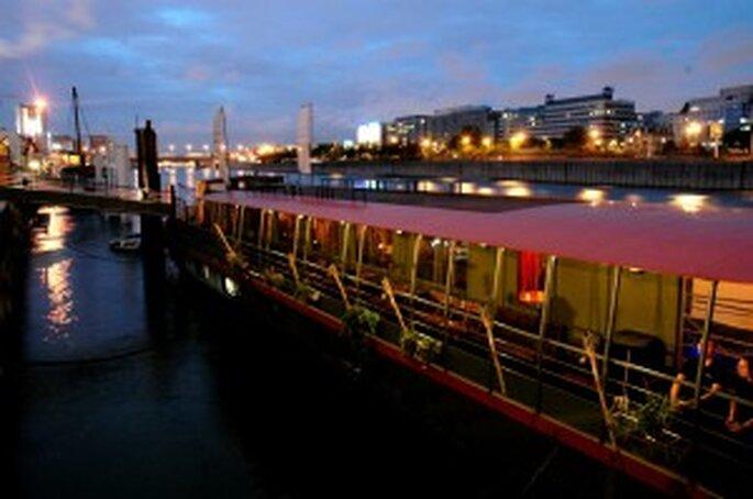 bateau PlayTime vue d'ensemble nuit