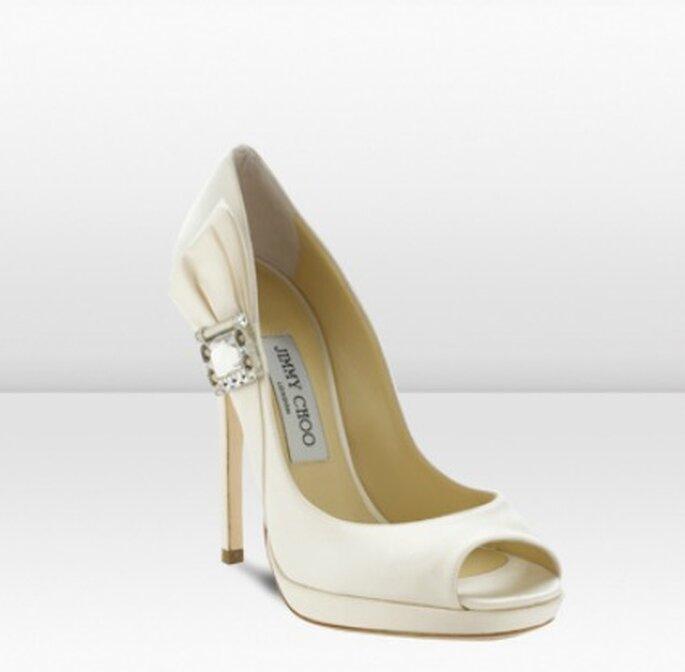 Zapato de novia blanco con hebilla de Swarovski - Jimmy Choo