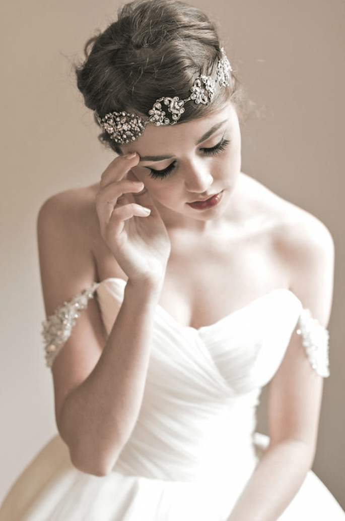 Diadema con pedrería para novia estilo vintage - Foto Enchanted Atelier