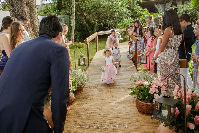 Daminhas de honra em casamento na praia