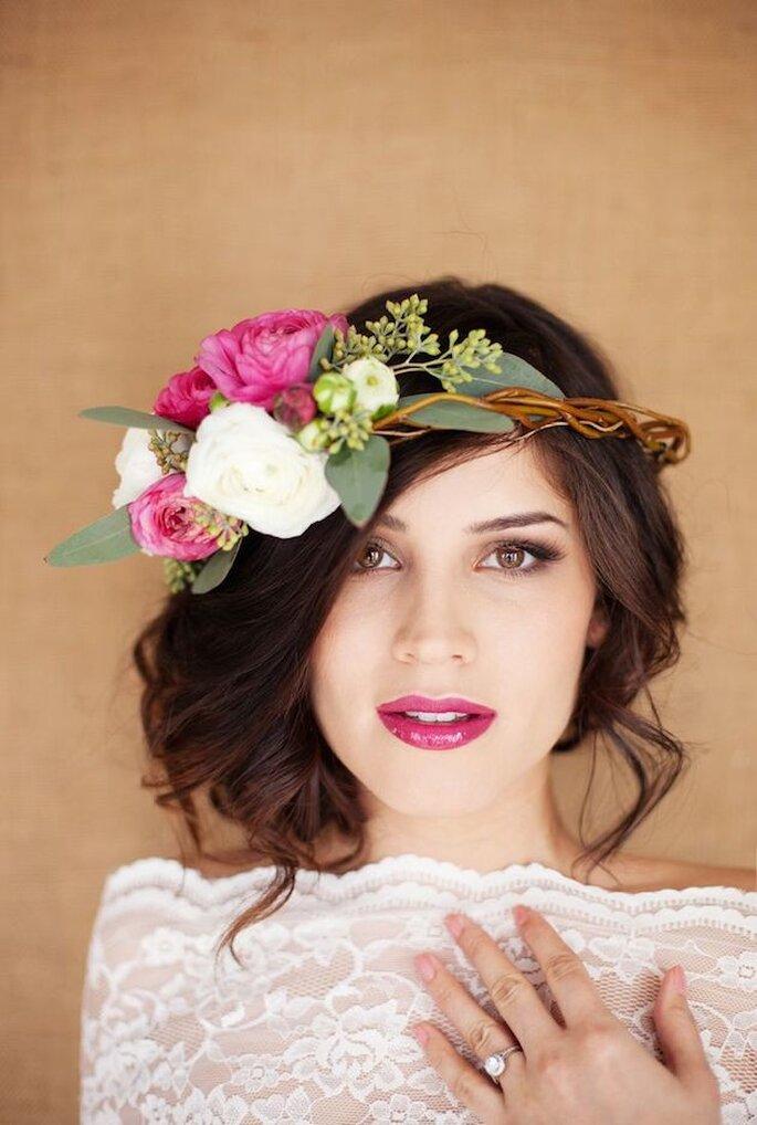 Peinados con flores para primavera - Amber Weimer via Hair and MakeUp by Steph