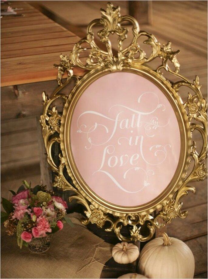 Detalles vintage como espejos con fondos en color rosa pastel - Foto Tonya Peterson Photography