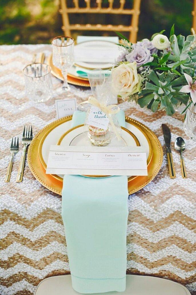 Decoración de boda en color dorado - Foto Amanda Dumouchelle Photography