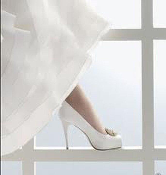 Delicados y elegantes zapatos para novias con plataforma escondida