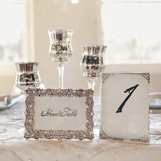 Recipientes metalizados como centros de mesa para un toque glam - Foto Turner Creative Photography