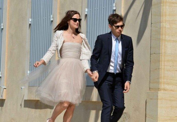 Keira Knightley usando un vestido poco tradicional en su boda - Foto Landov Media en Vanity Fair