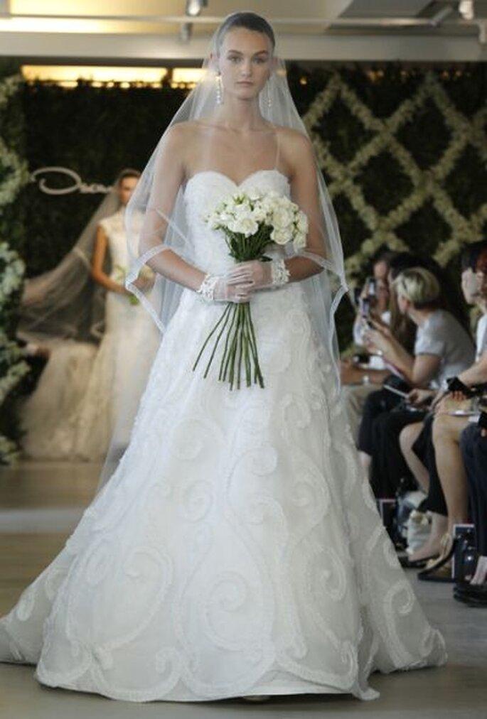 Romantisch Brautkleider mit langen Brautschleiern sind 2013 Trend – Foto: Oscar de la Renta