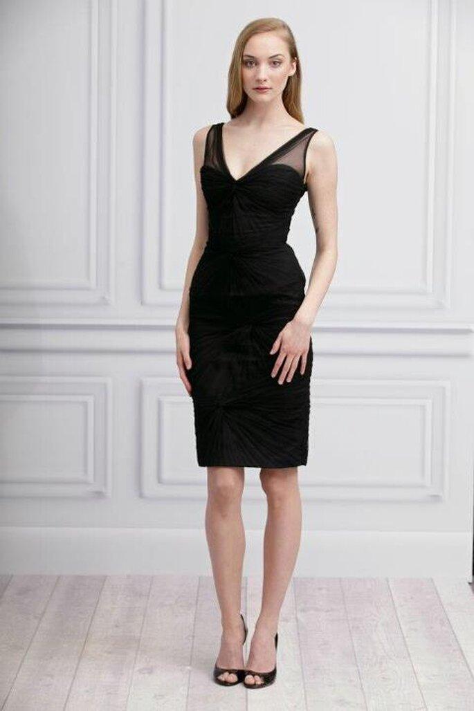 03ca5f6fe7cb0 Vestido elegante de falda corta en negro para damas de bodas - Foto Monique  Lhuillier Facebook