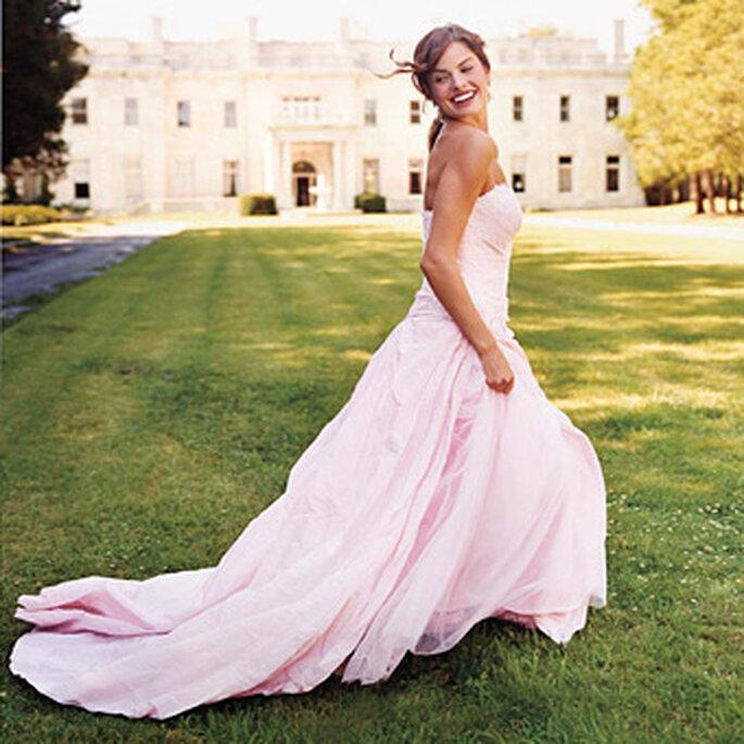 Novia en color rosa. Foto www.bridalweddinggowns.ca