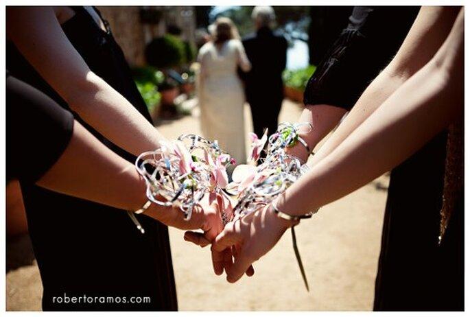 Brazalete para boda. Imagen Roberto y María