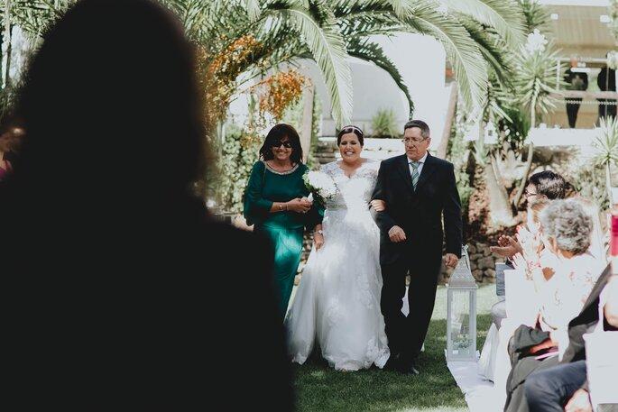 entrada de uma noiva na cerimónia