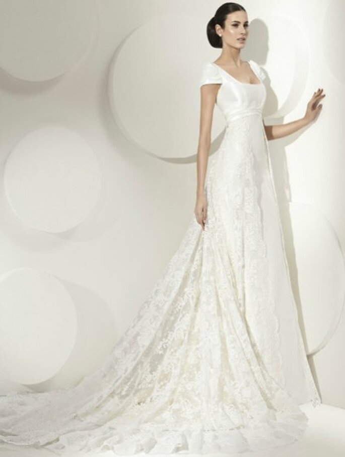 Vestido de novia corte princesa con manga corta, escote cuadrado, cola de encaje. By Franc Sarabia