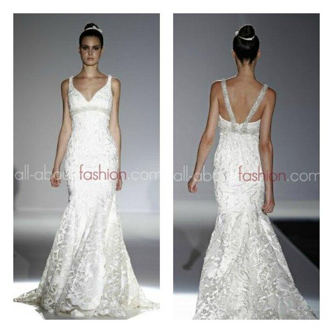 Robe de mariée Franc Sarabia 2013 : robe longue, légèrement évasée, bretelles et ceinture brillantes et en strass. Photo: all-about-fashion.com