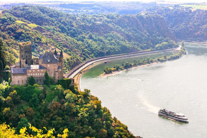 Romantische Hochzeit am Rhein in Koblenz.
