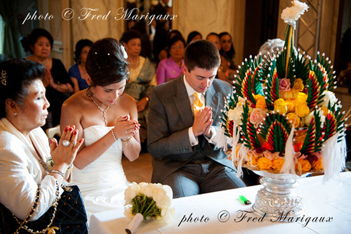 Real Wedding Agnès et Jospeh, cérémonie Bouddhiste Laotienne traditionnelle - Fred Marigaux