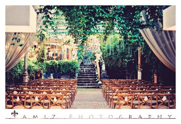 La locación de la ceremonia religiosa destacó por una decoración elegante - Foto Tamiz Photography