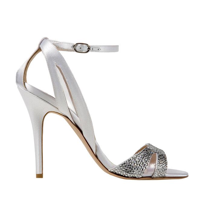 Zapatos de novia Avril con toques brillantes de Monique Lhuillier