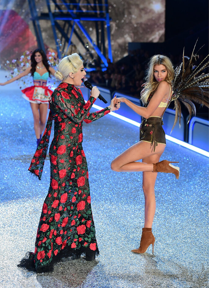 Lady Gaga en desfile Victoria's Secret 2016.