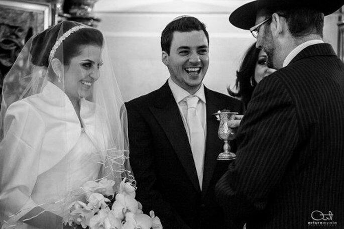 No te pongas nerviosa frente a la cámara el día de tu boda y déjate llevar por el hermoso momento - Foto Arturo Ayala
