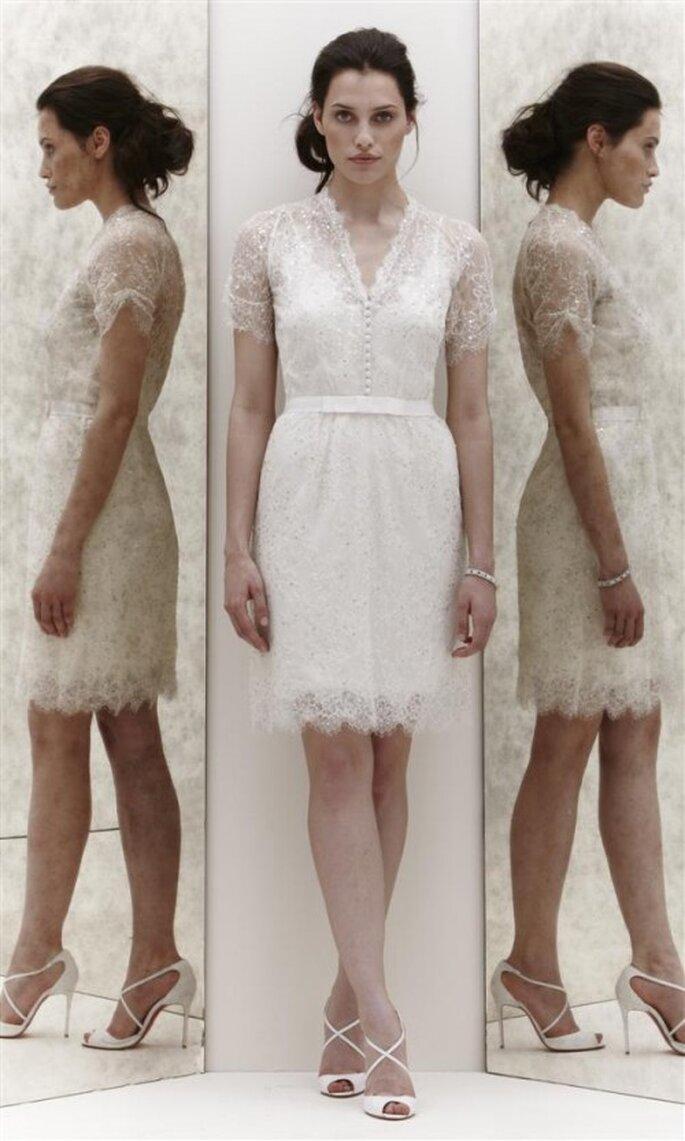 Vestido corto de novia con encaje y pedrería - Foto Jenny Packham 2013
