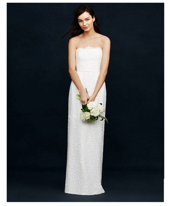 Vestido de novia con silueta columna y escote palabra de honor - Foto JCrew