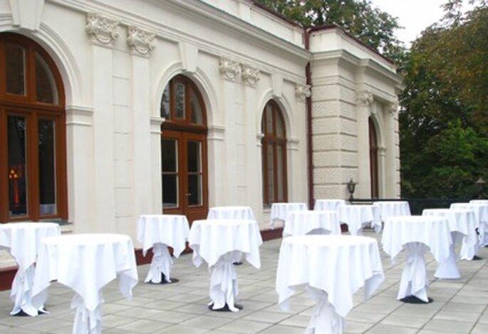 Terrasse des Casino Baumgarten kann für Hochzeitsfeier im Sommer genutzt werden. Foto: Casino Baumgarten
