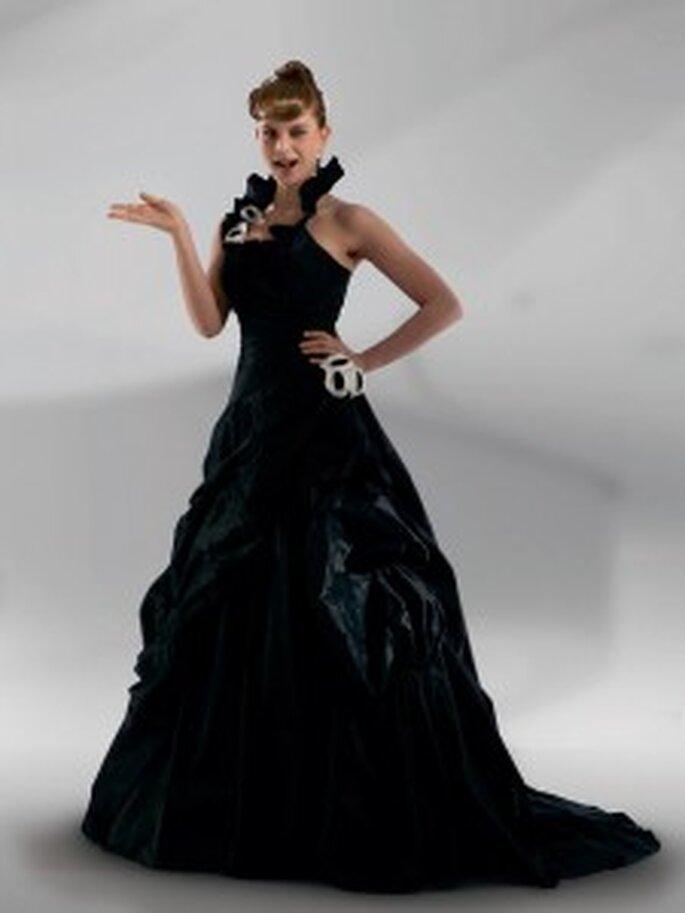 Schwarzes Brautkleid von Lohrengel