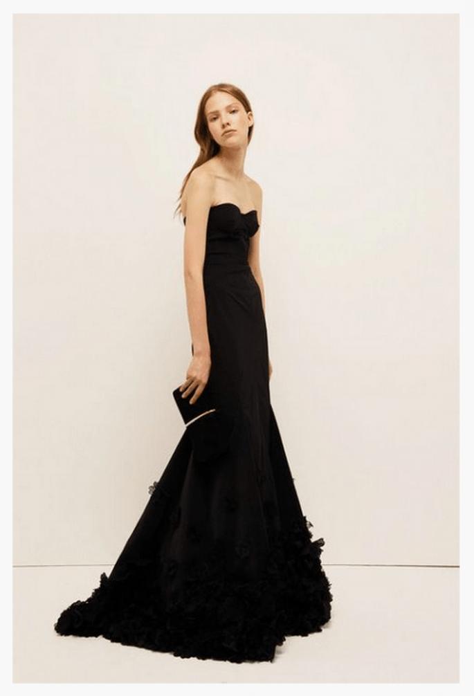 Vestido de fiesta 2014 en color negro con escote strapless estilo corazón y silueta sirena - Foto Nina Ricci