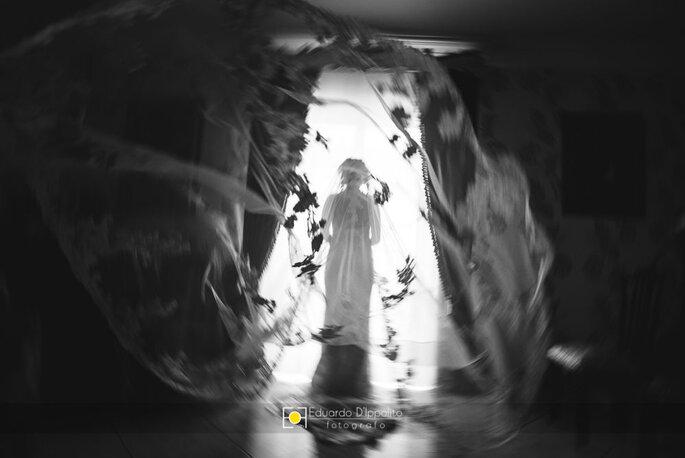 Fotografia sposa in bianco e nero con velo