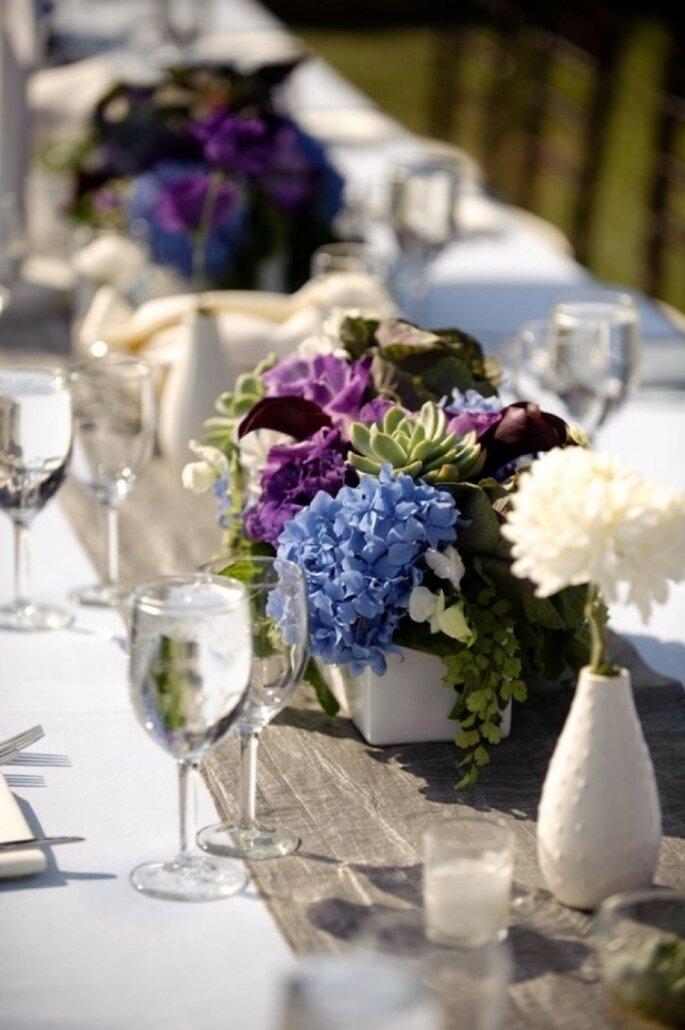 Detalles en color violeta para la decoración de tu boda - Foto Next Exit Photography