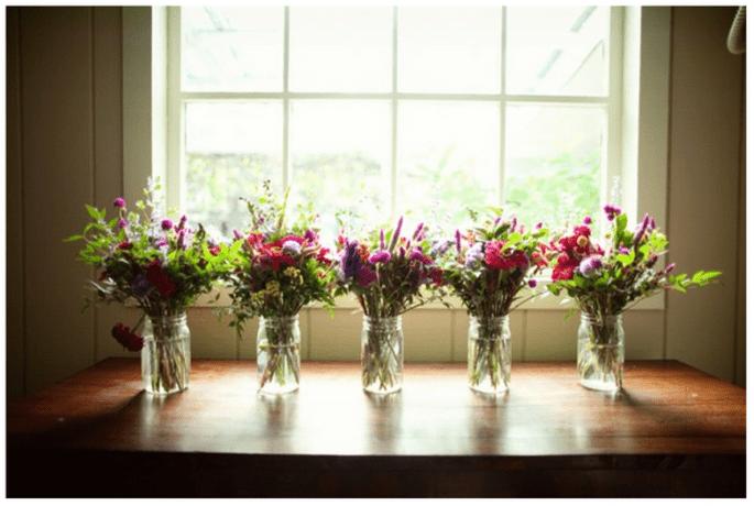 Décoration de mariage avec vases en cristal - Photo United with Love