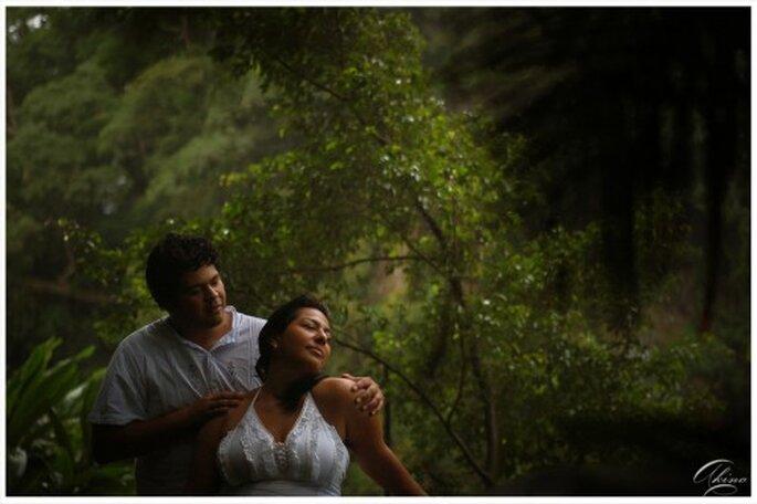 Romantica foto de preboda en un escenario natural - Foto Emmanuel Aquino