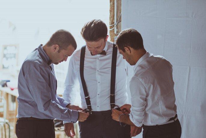 préparation marié costume- mariage champêtre dans l'Eure-et-Loir