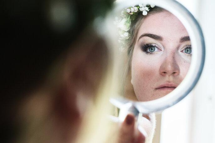 La mariée s'apprête avant de rejoindre sa cérémonie