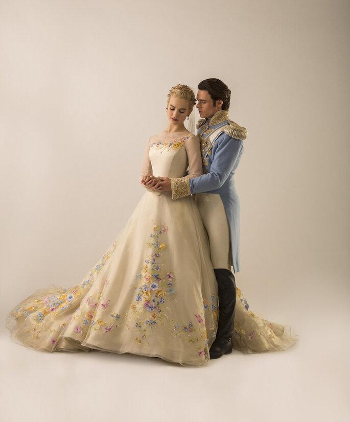 Look de novia inspirado en La Cenicienta - Jonathan Olley en Disney oficial