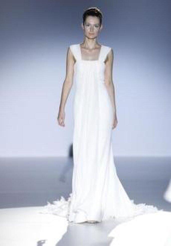 Joaquim Verdu 2010 - Vestido largo en seda de corte imperio, escote cuadrado