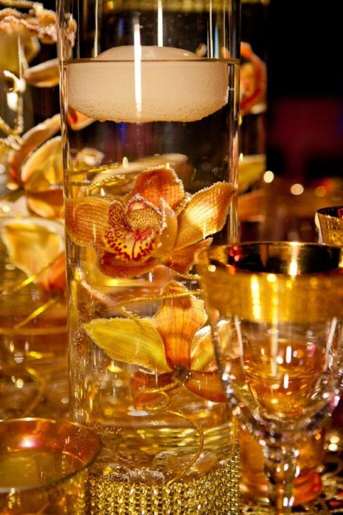 Vajilla y decoracion en color dorado para una boda al estilo de Beyoncé- Foto: Floramor Studios Facebook