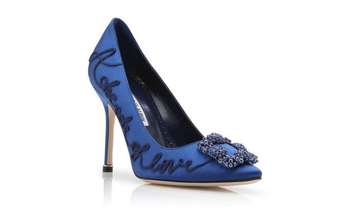 Zapatos de lujo para novias en azul con hebilla y grabado en alto relieve