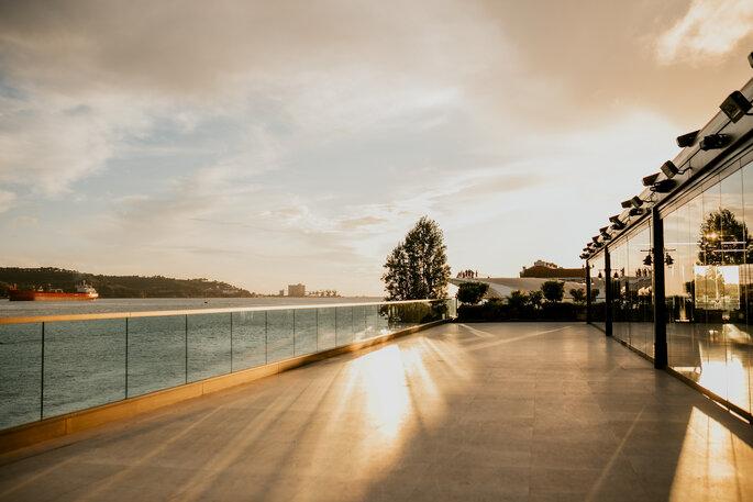 Terraço às margens do SUD Lisboa Hall