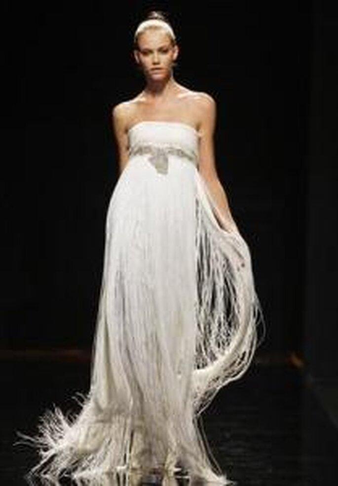Rosa Clará 2010 - Robe longue à franges, coupe empire, ceinture sous le buste en pierres