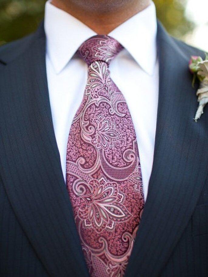 Kravatten mit farblichen Ornamenten sorgen für einen Eyecatcher – Foto:  Sabine Scherer Photography