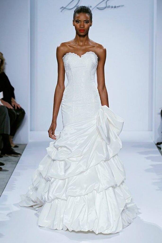 Vestido de novia 2014 corte sirena con escote corazón y capas de volados en la falda - Foto Dennis Basso