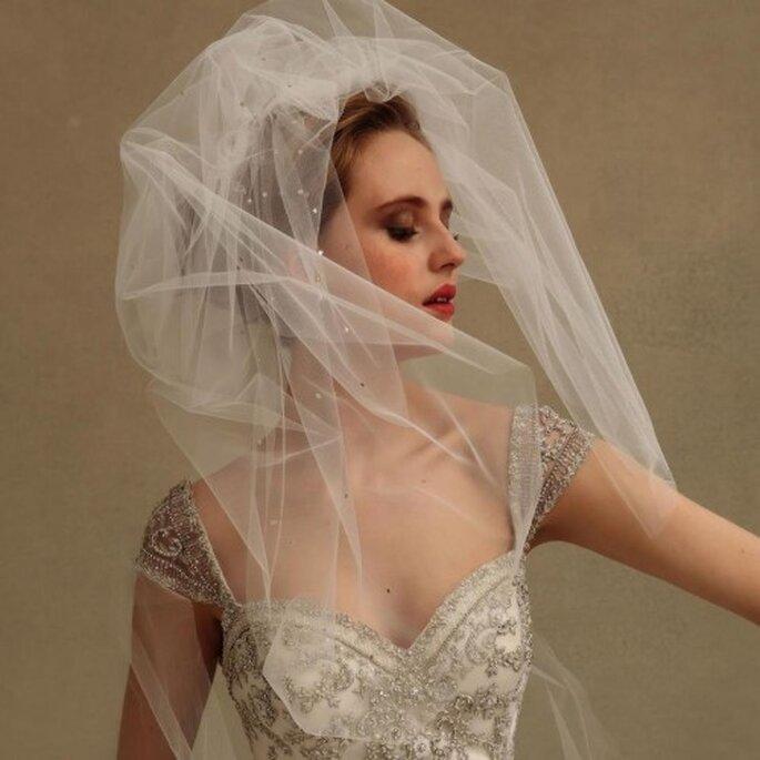 Velo de novia con mucho volumen y apliques - Foto Eve of Milady & Amalia Carrara