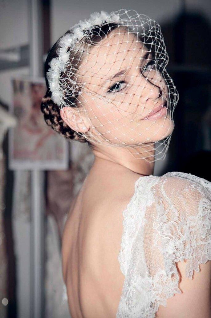 Maquillaje con smokey eye y delineado para novias - Foto Pronovias