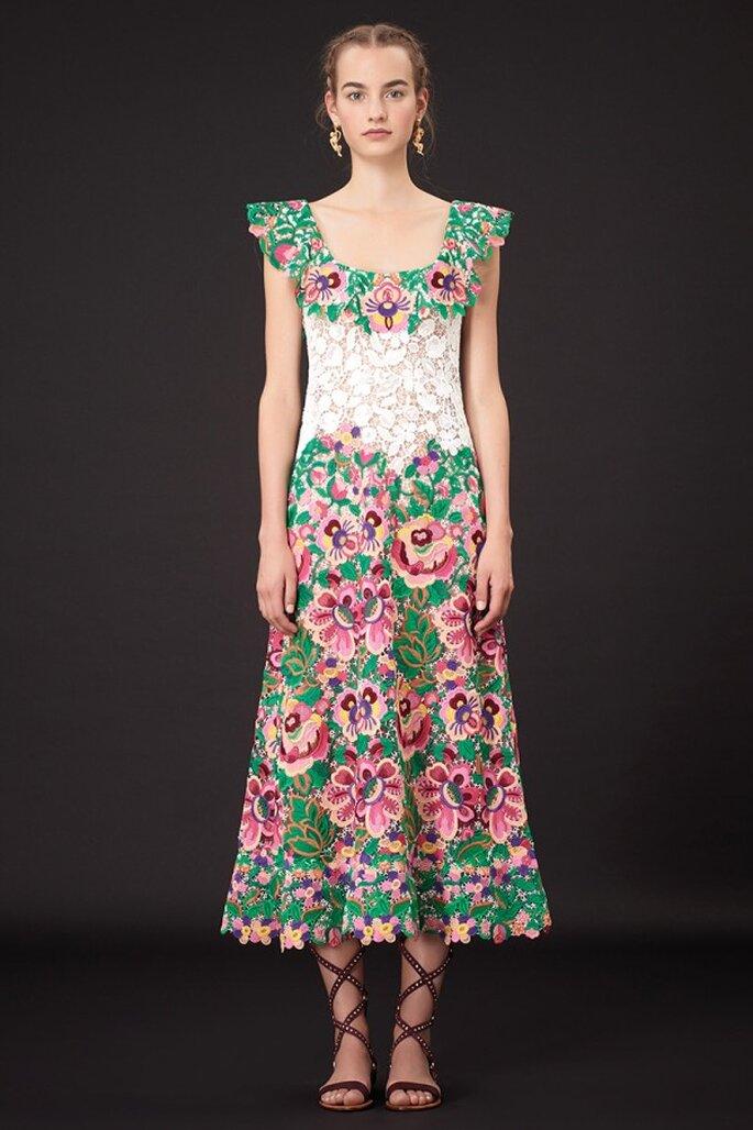 Vestido de fiesta 2015 para una boda de día ocn longitud midi y hermosos motivos florales multitono - Foto Valentino