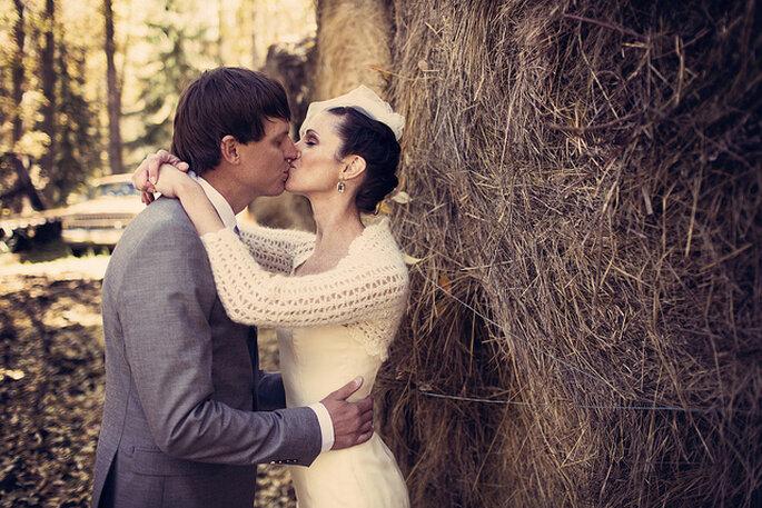 Para celebraciones al aire libre o bodas rústicas, un bolero de lana. Foto: Ryan Polei