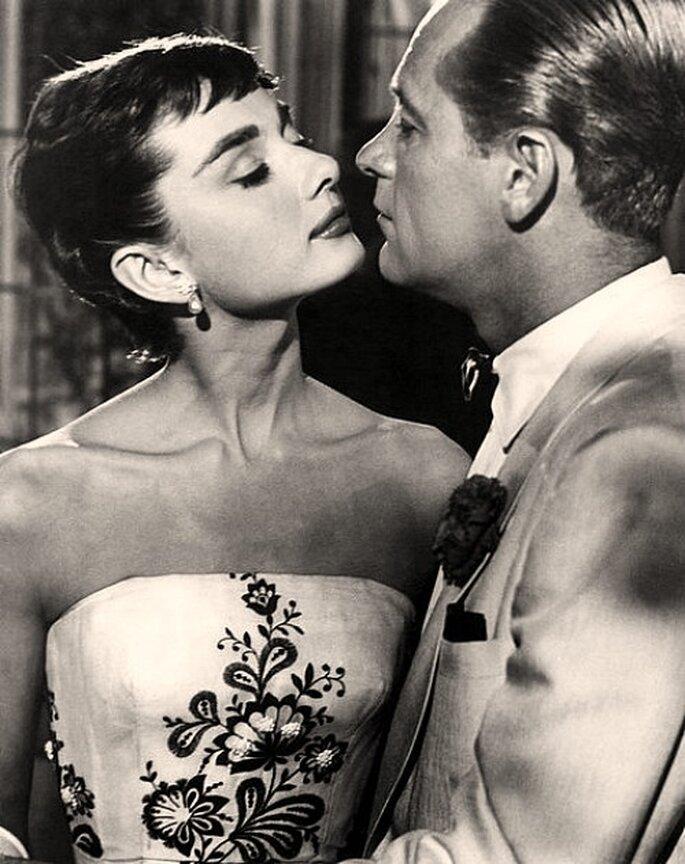La delicadeza del peinado de Audrey Hepburn dará distinción a tu vestido de novia